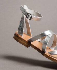 Laminierte Leder-Sandalen mit Riemchen Silber / Nickel Frau 191TCT09W-03