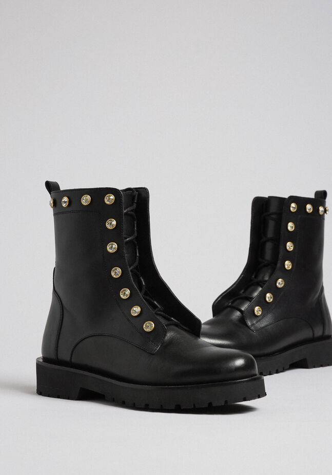 Leather combat boots with stones