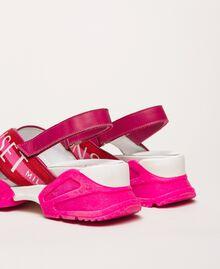 "Sneakersandale mit Logoriemen Zweifarbig ""Geranium""-Rot / ""Jazz""-Rosa Frau 201TCT094-04"