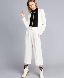 Bluse aus Seidenmischung mit Rüschen Schwarz Frau TA823D-0T