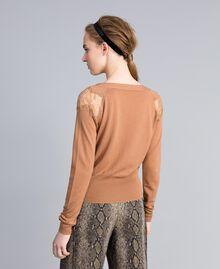 Pull en laine mélangée avec incrustations en dentelle Chameau Femme PA83AC-03