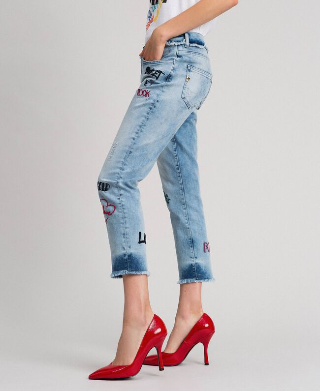Jean cinq poches avec broderies Bleu Denim Femme 192MP2190-04