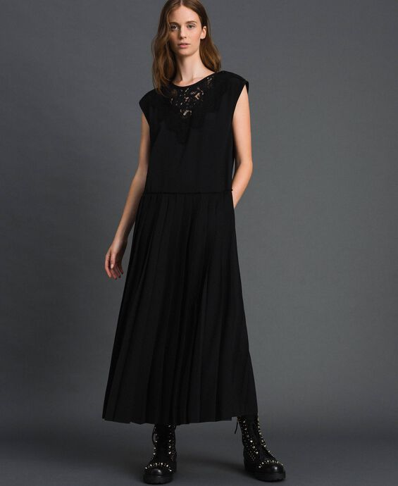Crêpe de Chine dress with lace and pleats