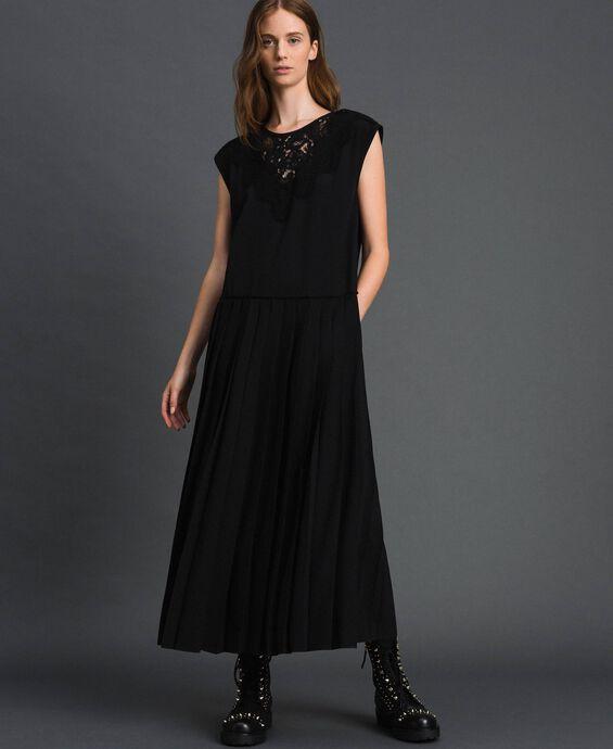 Крепдешиновое платье с кружевом и плиссировкой