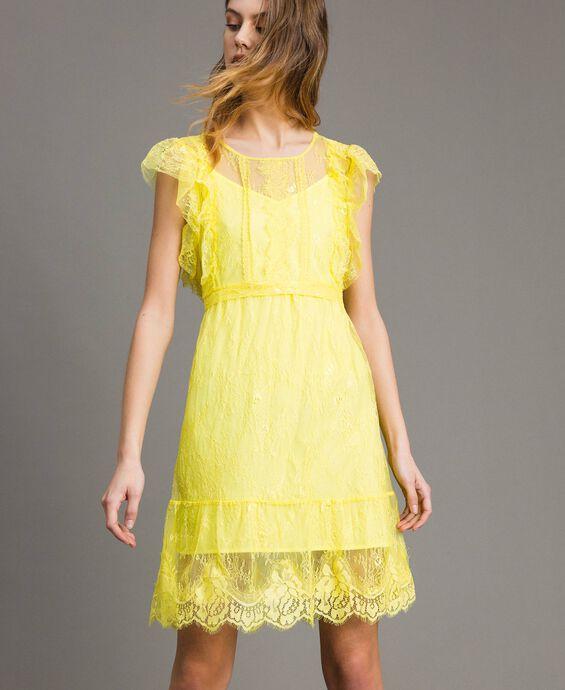 Chantilly-Kleid mit Spitze und Gürtel
