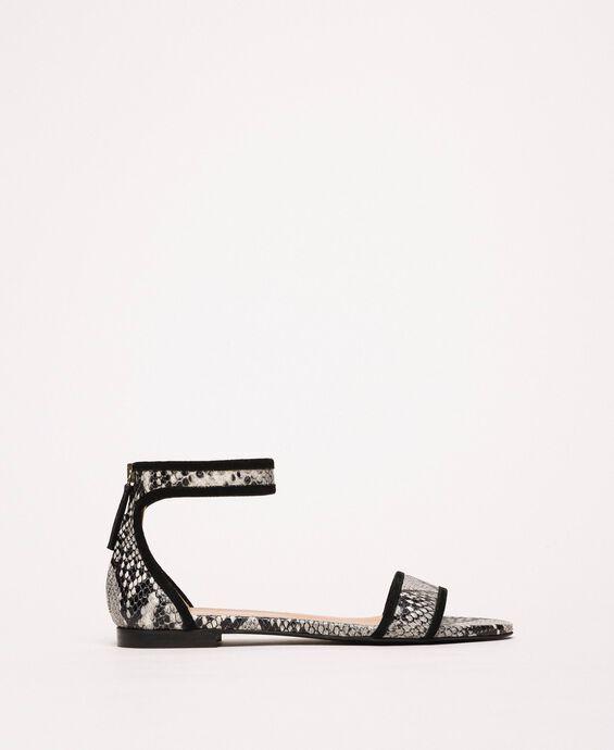 Flache Sandale aus Leder mit Pythonprägung