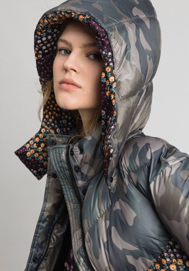 Steppjacke mit Camouflage-Blumen-Print