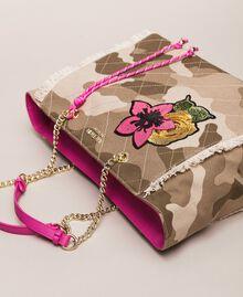 Cabas en toile avec patch et franges Imprimé Camouflage / Rose Sauvage Femme 201MO8040-01