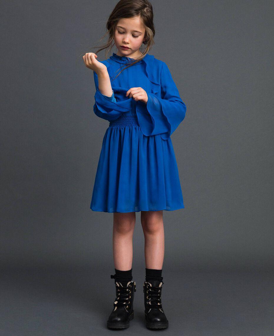 Kleid aus Georgette mit Volants Mittelmeerblau Kind 192GJ2350-05