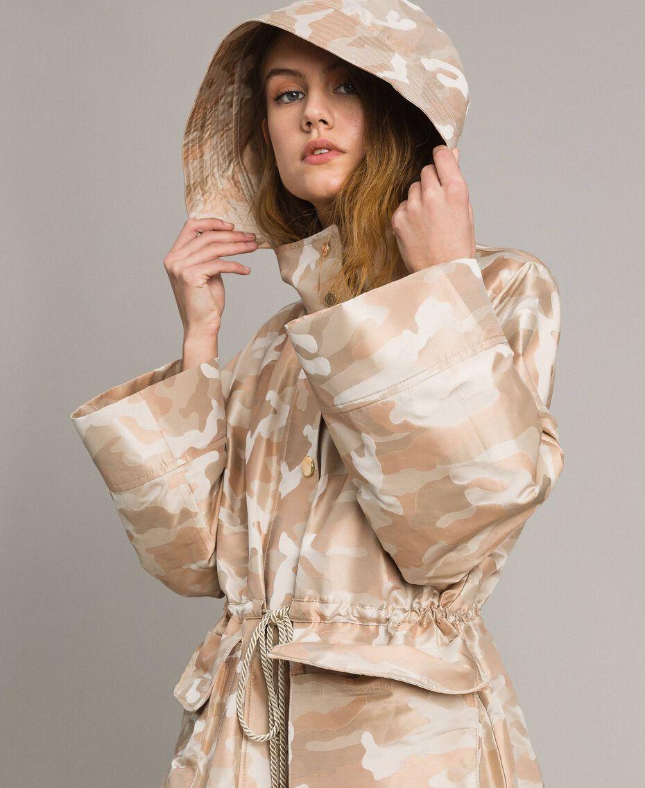 Camouflage-Parka aus technischem Stoff Natural Camouflage Jacquard Frau 191TP217A-01
