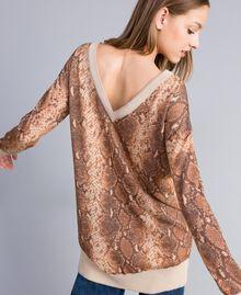 Maxi pull en laine mélangée animalière Imprimé Chocolat Serpent Femme PA83KB-06