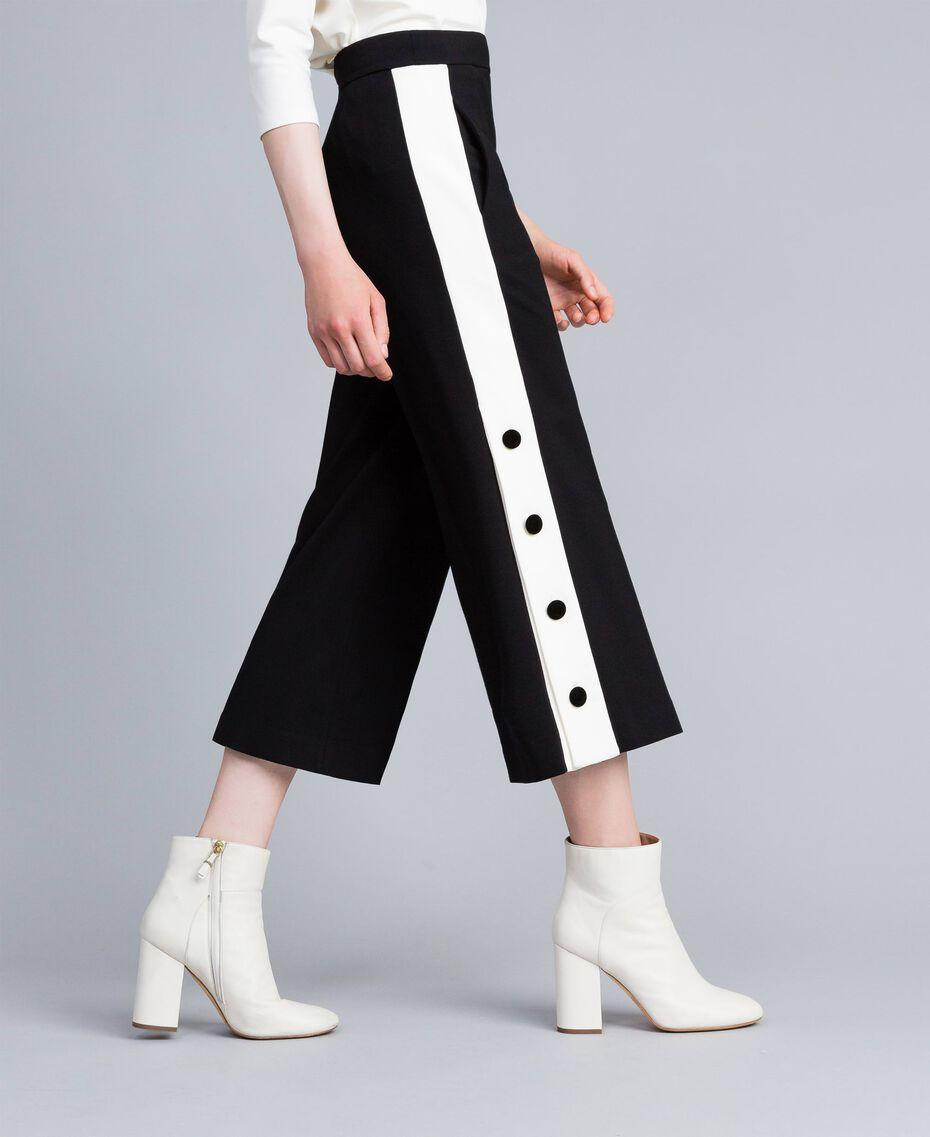Cropped-Hose aus Interlock-Jersey Zweifarbig Schwarz / Schneeweiß Frau PA821P-02