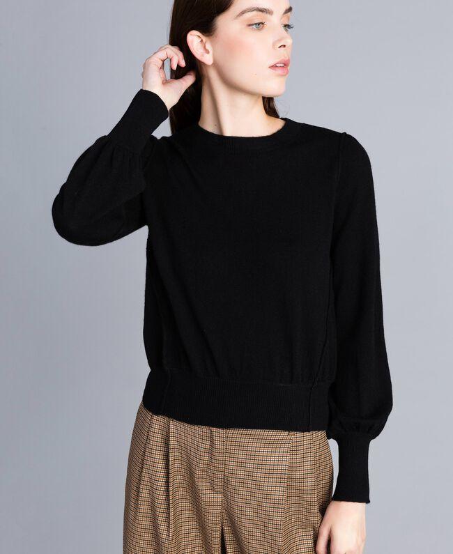 Pullover aus Wolle und Kaschmir mit kastigem Schnitt Schwarz Frau TA83AD-04
