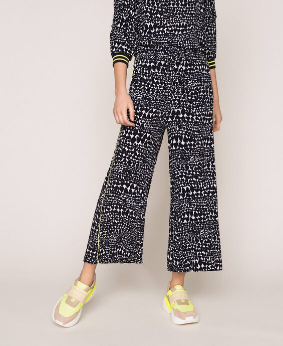 Wide trousers with heart motif print