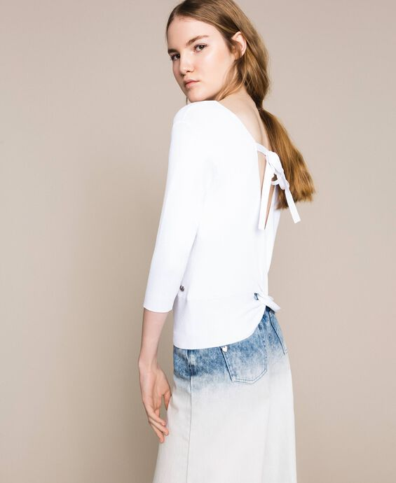 Ribbed jumper with bow on the back