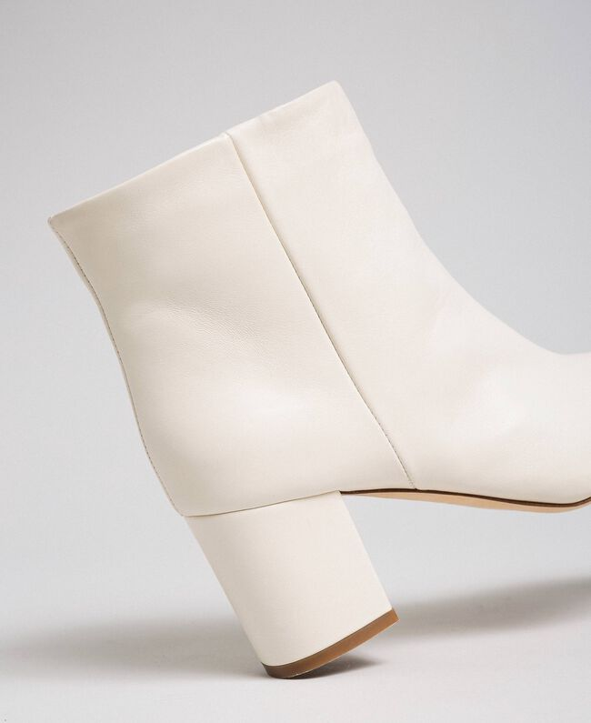 Leather ankle boots Off White Woman 192TCP102-04