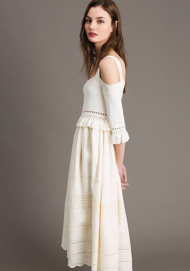 Robe en maille et broderie anglaise
