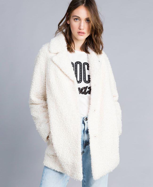 Manteau en faux agneau Nacre Femme JA82KN-01