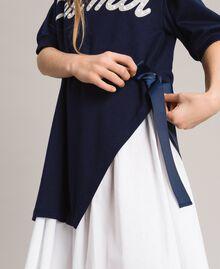 Kleid aus Milano-Strick mit Popeline-Volant Zweifarbig Indigo / Optisch Weiß Kind 191GJ2211-04