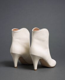 Leather ankle boots White Snow Woman 192TCT01A-03