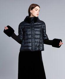 Kurze Steppjacke aus glänzendem Nylon Schwarz Frau TA82C2-02