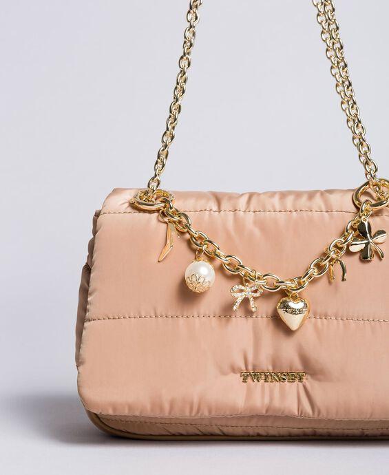 Tracolla in nylon con catena e charms
