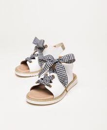 Кожаные сандалии со шнурками в мелкую клетку «виши» Белый Pебенок 201GCJ142-02