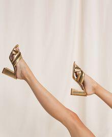 Мюли из ламинированной кожи с цепочками Ламинированный Золотой женщина 201TCP126-0S