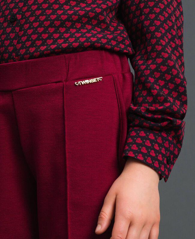 Slim-Fit-Hose mit elastischem Taillenbund Ruby Wine Rot Kind 192GJ2250-04