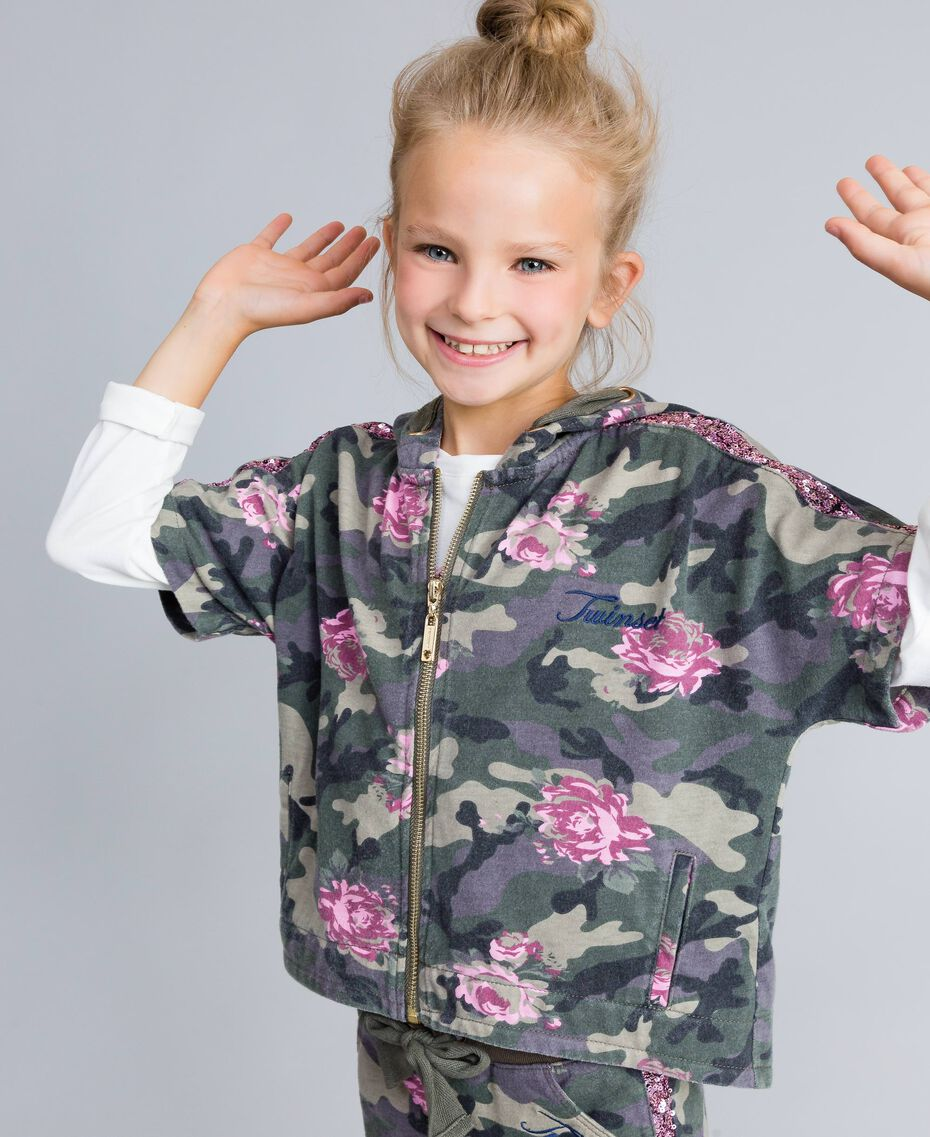 Felpa in cotone stretch stampato Stampa Camouflage / Paillettes Bambina GA82N1-0S