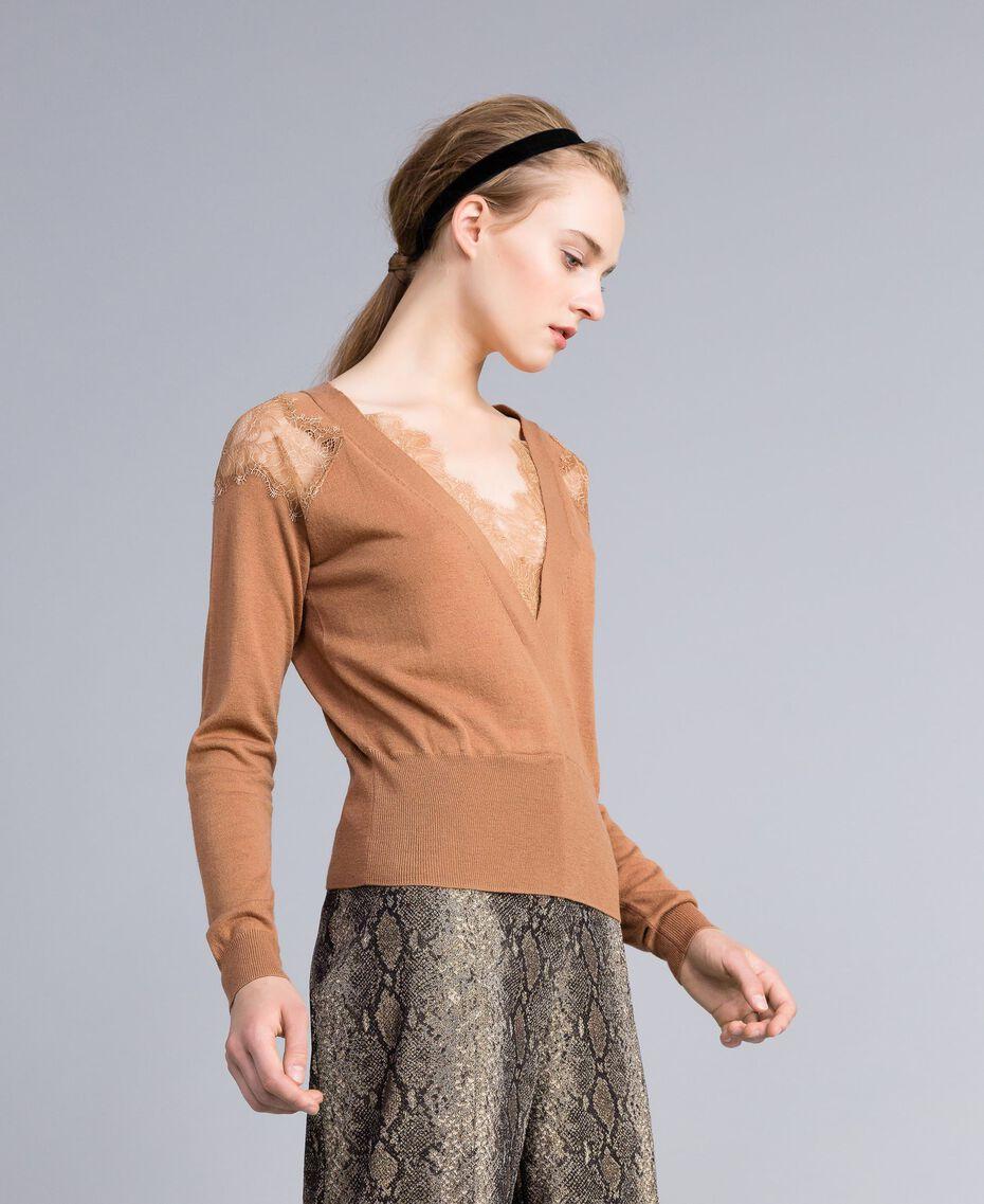 Pull en laine mélangée avec incrustations en dentelle Chameau Femme PA83AC-02
