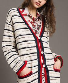 """Cardigan en maille ajourée Multicolore Écru / Rouge """"Coquelicot"""" / Ombre Bleue Femme 191ST3091-04"""