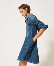 "Hemdblusenkleid aus Jeans mit Nieten Mittleres ""Denimblau"" Frau 202MP2473-01"