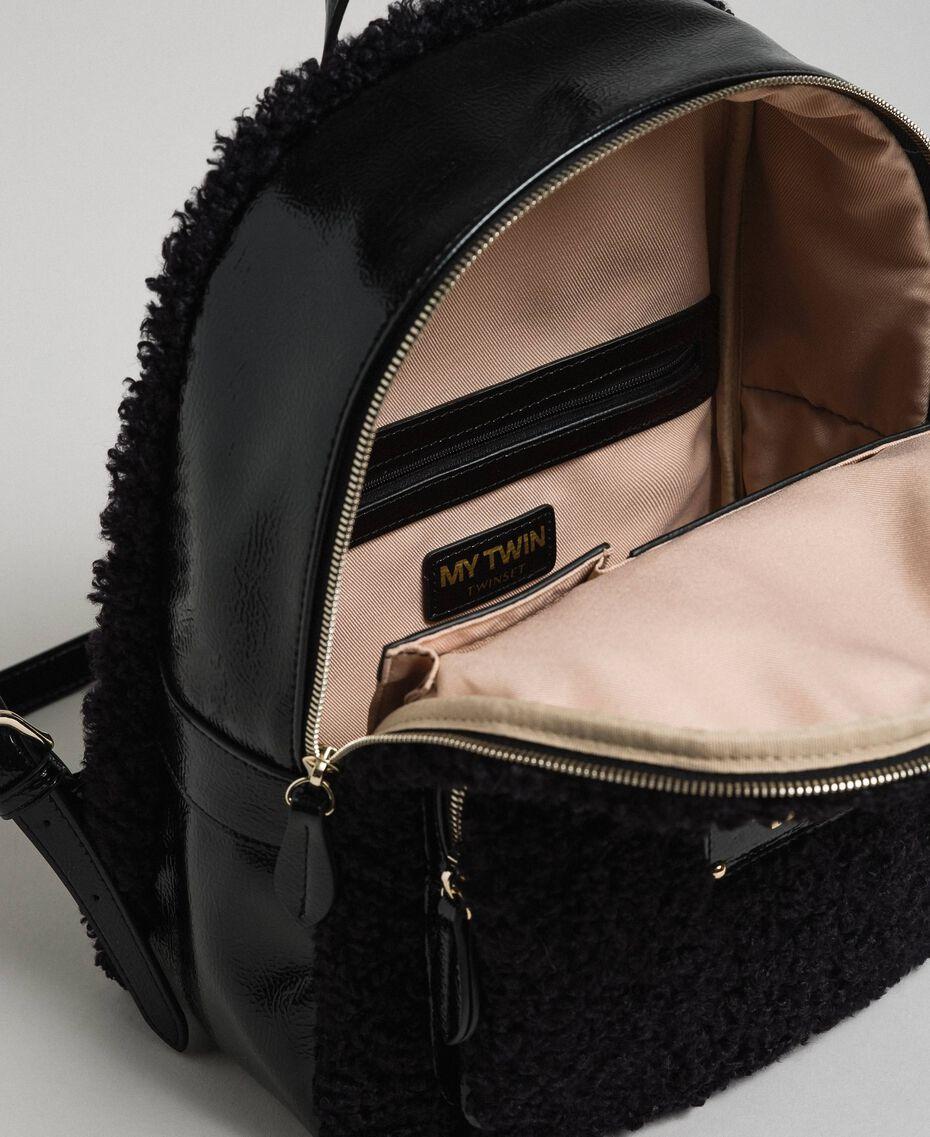 Sac à dos en fausse fourrure avec poche avant Noir Femme 192MO8080-05