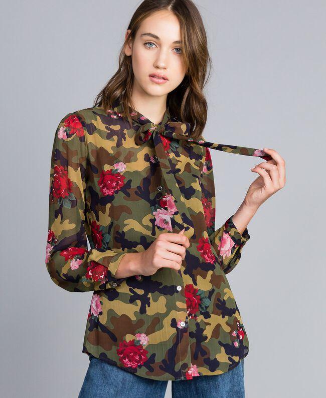 Camisa con estampado de rosas y camuflaje Estampado Camuflaje Flores Rosas Mujer JA82PB-01
