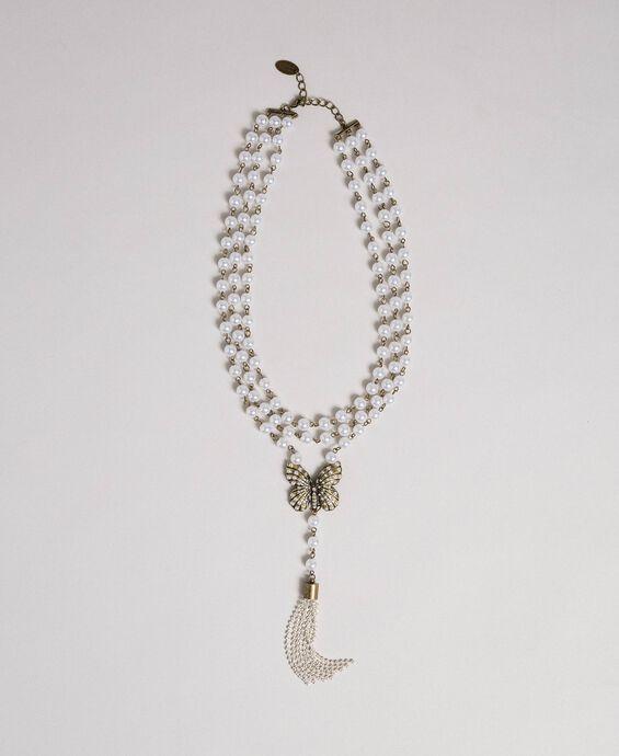 Collier avec rangées de perles et charm papillon