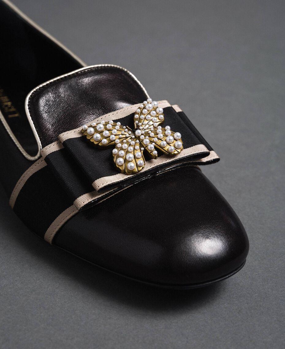 Loafer aus Leder mit besticktem Band Schwarz Frau 192TCP12G-02