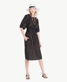Kleid aus Jacquard Jacquard Schwarz / Goldene Streifen Frau TS82VC-05