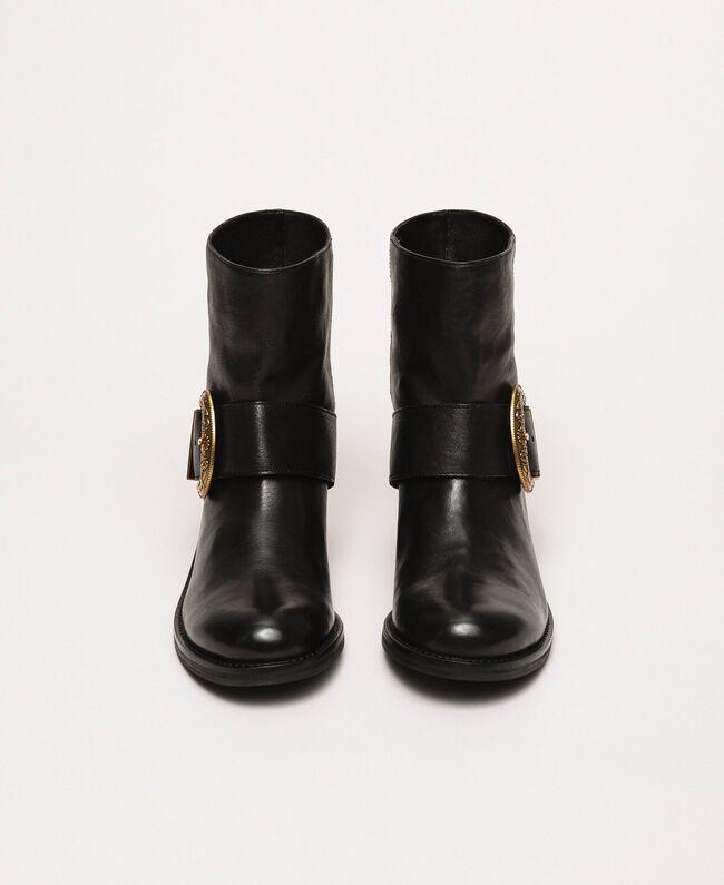 Кожаные байкерские сапоги с крупной пряжкой Черный женщина 201TCP058-04