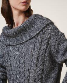 Pull tricoté dans un jeu de points fantaisie et de torsades Gris «Lurex» Femme 202TT3112-04
