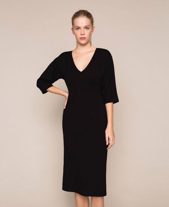 Платье-футляр с рукавами три четверти