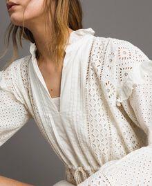 Kleid mit Lochstickerei und Volant Weiß Schnee Frau 191TT2044-02