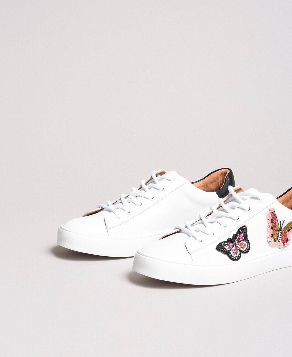 Leder-Sneakers mit Schmetterlings-Aufnäher Weiß Frau 191TCP10E-02