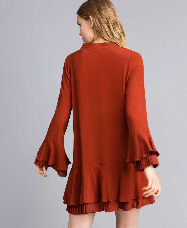 Kurzes Kleid aus Seidenmischung mit Plissee Rotbraun Frau TA823S-03