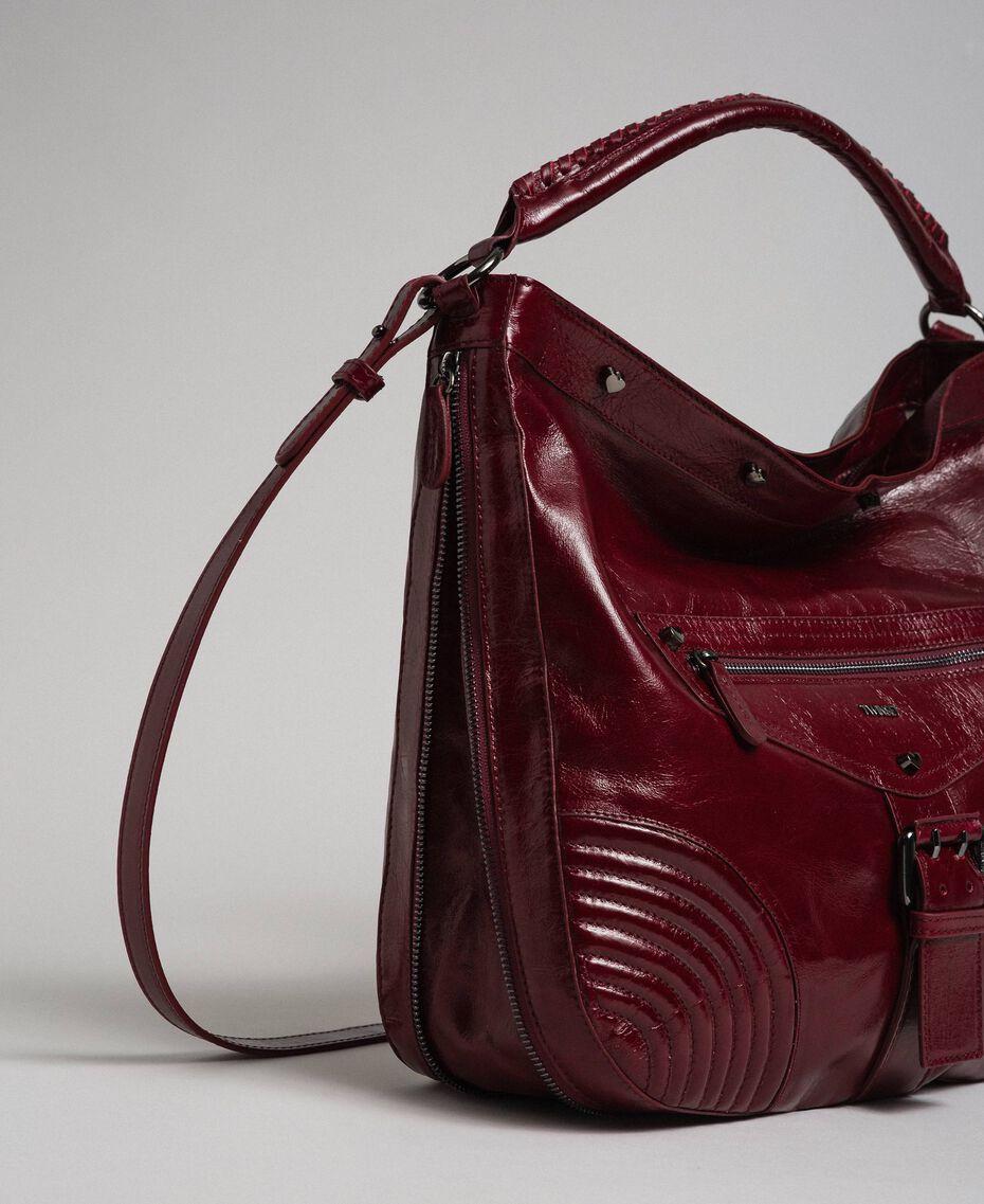 Borsa hobo in pelle effetto craclé con borchie Rosso Beet Donna 192TA7236-02
