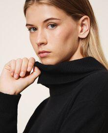 Pull en laine mélangée avec plissé Bicolore Noir / Blanc Neige Femme 202TT3051-04