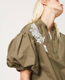 Bluse aus Popeline mit Stickerei Alpengrün Frau 211TT2472-05