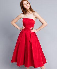 Bustierkleid mit Fältchen Rot Mohn Frau QA8TGB-02