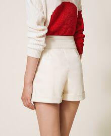 High-Waist-Shorts aus Lederimitat Schwarz Frau 202TP2060-03