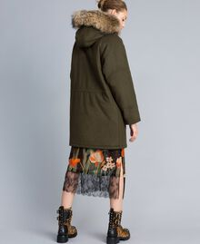 Parka aus Tuch mit Pelzkragen Waldgrün Frau TA821D-03